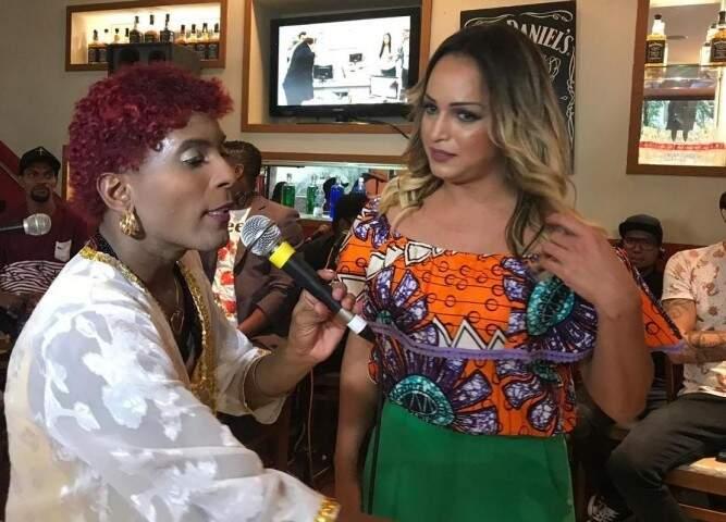 Leci Brandão Cover e Lisa Gomes - Repórter do Tv Fama